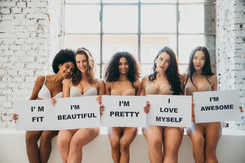 Gruppo di donne con diverso corpo